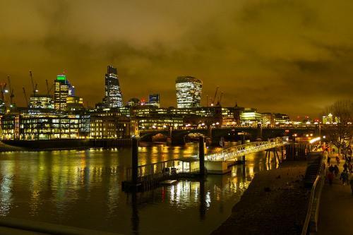 london-thames-nacht